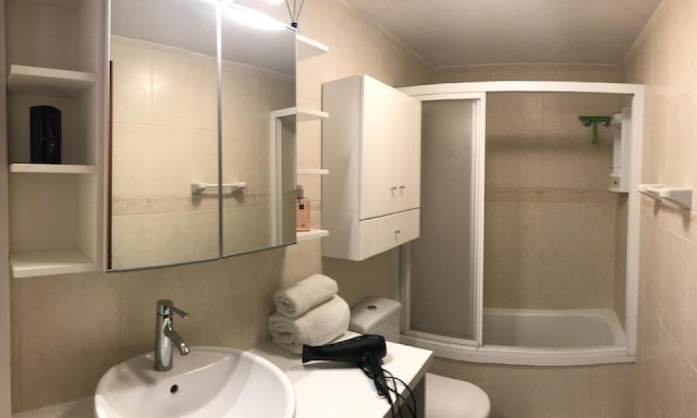 bathroom with washbasin, bath and overhead shower